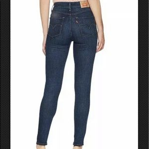 Levi's 721 high rise Skinny Jean, Blue 28x32 NWT